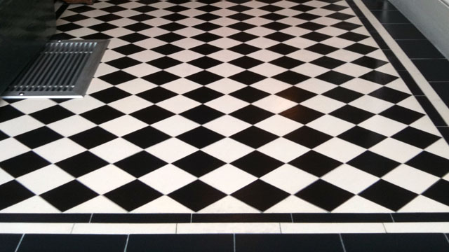 Black white ceramic tile home decorating ideas for Black and white tile floors