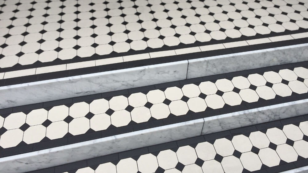 Traditional Georgian octagon and dot ceramic tiles - Octagon 100 pattern: Black and White, a classic design based on 100mm octagons with 35mm square insets. Carrera marble riser treads complete this traditional step design.